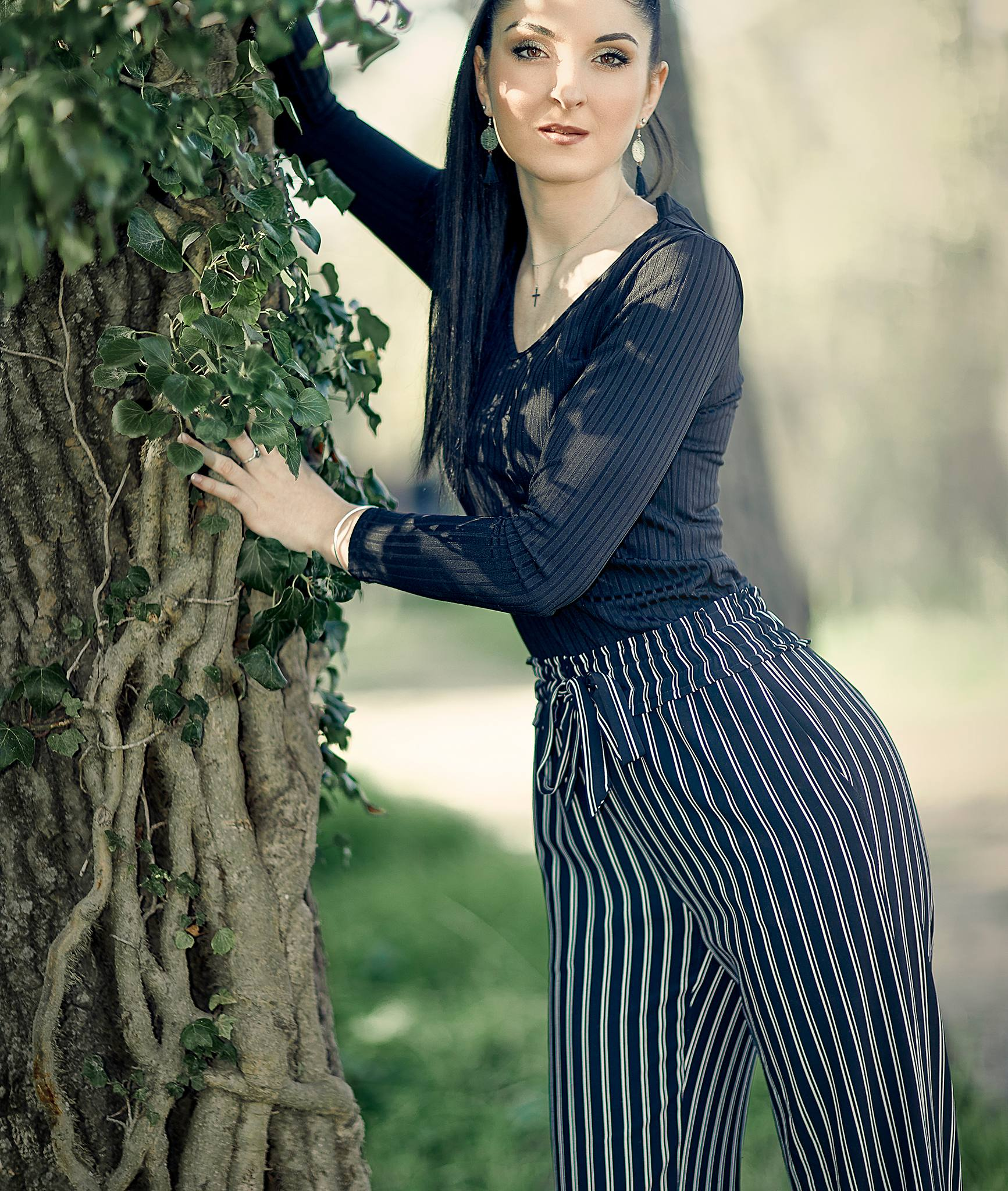 femme debout nature