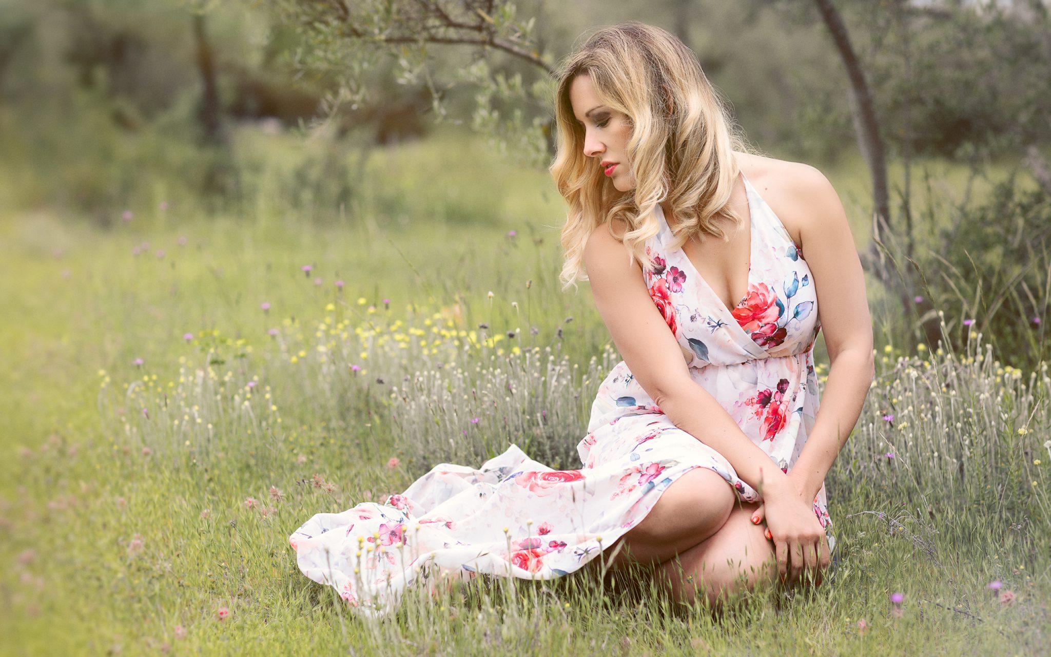 belle femme dans les oliviers