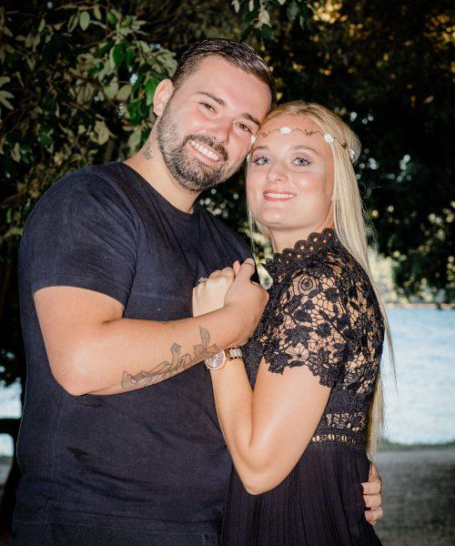 Portrait couple engagement Martigues