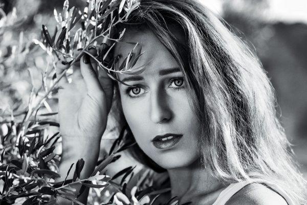 Le 28/08/2020 black and white portrait avec Hedia_Roz Lieu: Moulin à huiles  PHOTOGRAPHE       | Christian Jaegy @digitregards MUSE                     | Hedia_Roz  https://www.instagram.com/hedia_roz/    WEB                       | www.digitregards.com